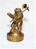Медведь с топором